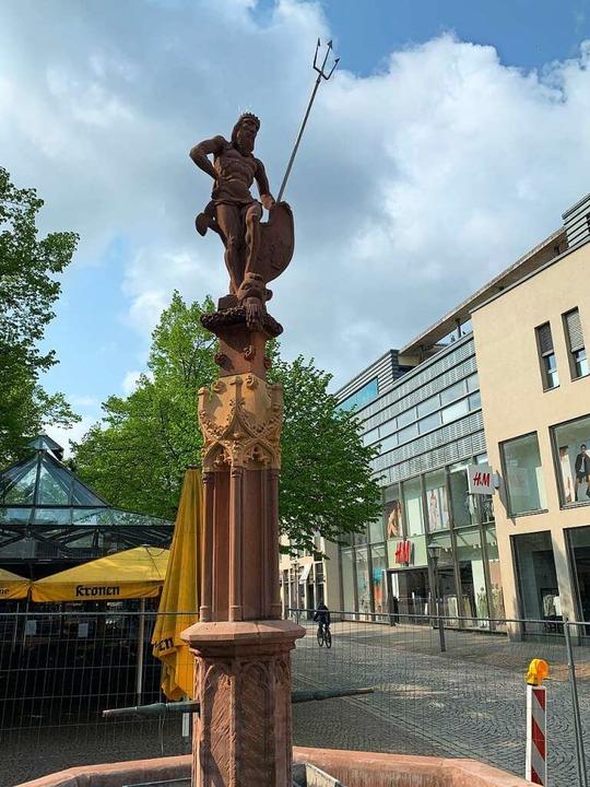 Fast wie neu: Der Neptunbrunnen in der...ür 16500 Euro abgedichtet und saniert.  | Foto: Helmut Seller
