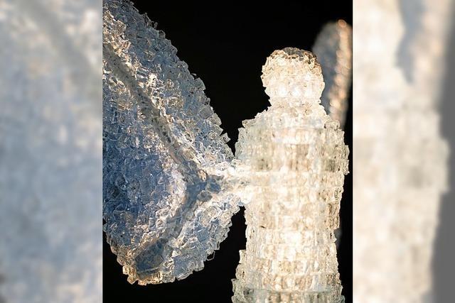 Engel aus zerbrochenem Glas