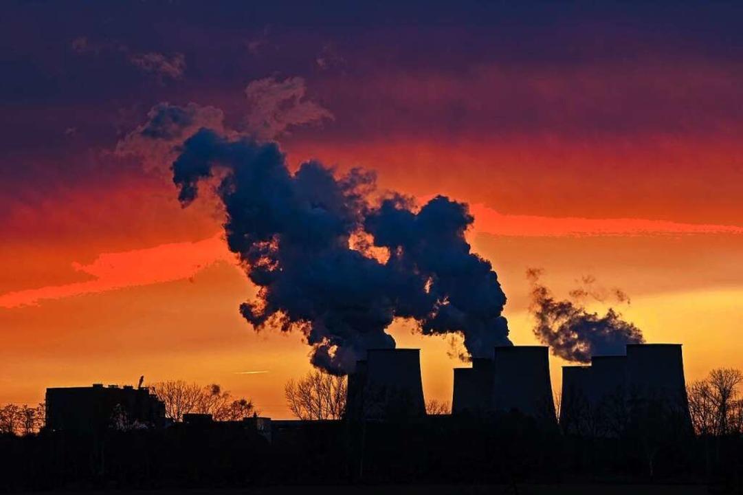 Selbst ein höherer CO2-Preis ist für die CDU kein Tabu mehr.  | Foto: Patrick Pleul (dpa)
