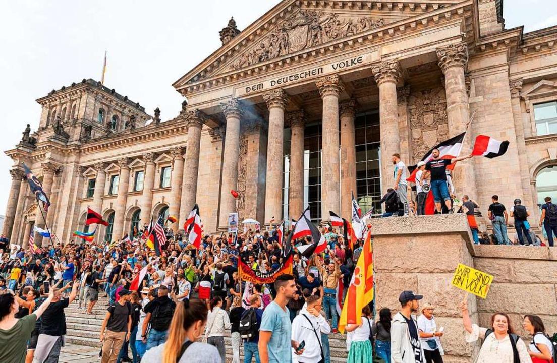 August 2020: Teilnehmer einer Kundgebu...220;, so Innenminister Horst Seehofer.  | Foto: Achille Abboud (dpa)