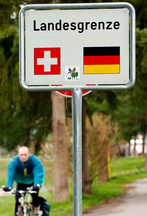 Die Landesgrenze ist keine Impfgrenze.  | Foto: Rolf Haid