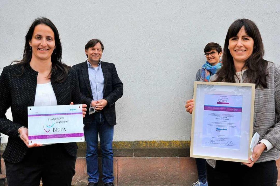 Lena Frey (links) und Sandra Böttcher ...d: Andreas Teschner und Claudia Hewel.  | Foto: Markus Zimmermann