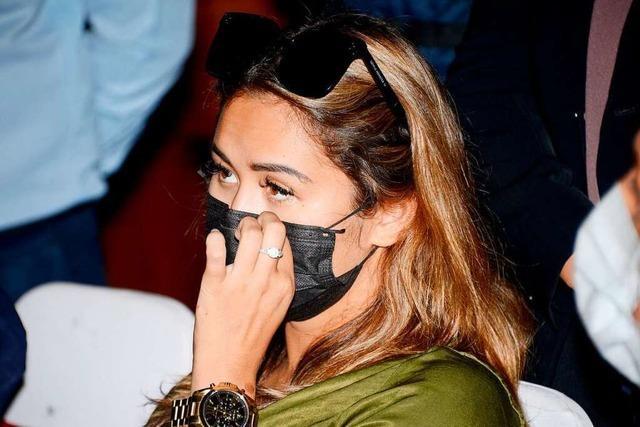 Mit Fake-Maske zum Einkauf: Influencerin aus Bali abgeschoben