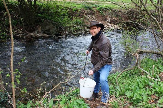 An Wanderwegen liegt immer mehr Müll – Wladimir Punt aus Heuweiler sammelt ihn ein