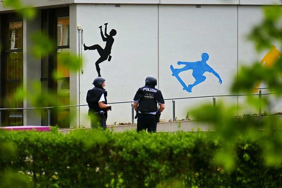 Kein Amoklauf, sondern falscher Alarm:...r der Markgrafenschule in Emmendingen.    Foto: Michael Sträter