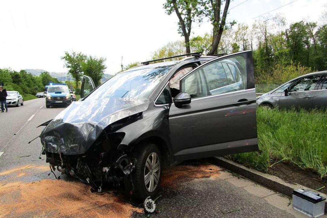 Eines von vier Autos, die an dem Unfall auf der Besançonallee beteiligt waren.  | Foto: Feuerwehr Freiburg