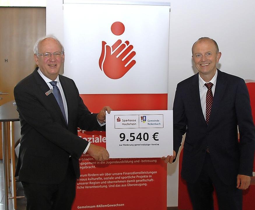 Der Vorstand der Sparkasse Hochrhein, ...nbachs Bürgermeister Dietmar Zäpernick    Foto: Peter Kaiser, Sparkasse Hochrhein