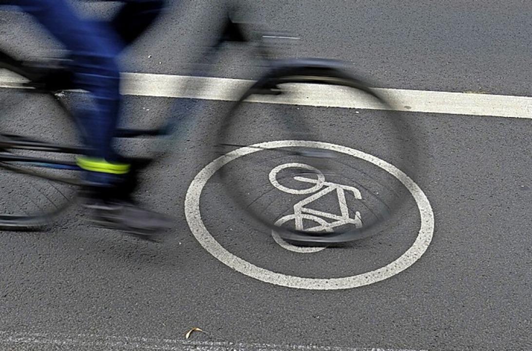 Radschutzstreifen kommen    Foto: Sebastian Willnow (dpa)