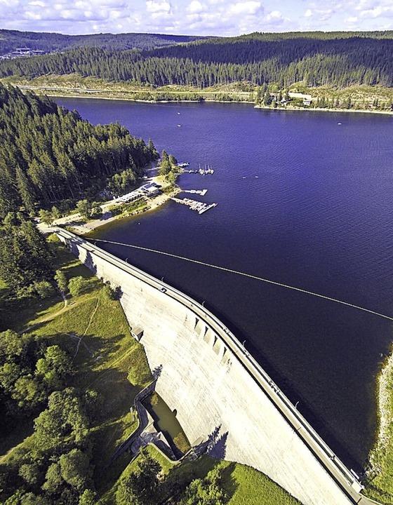 Der bei Touristen beliebte Schluchsee dient auch  der Stromerzeugung.    Foto: Michael Saurer