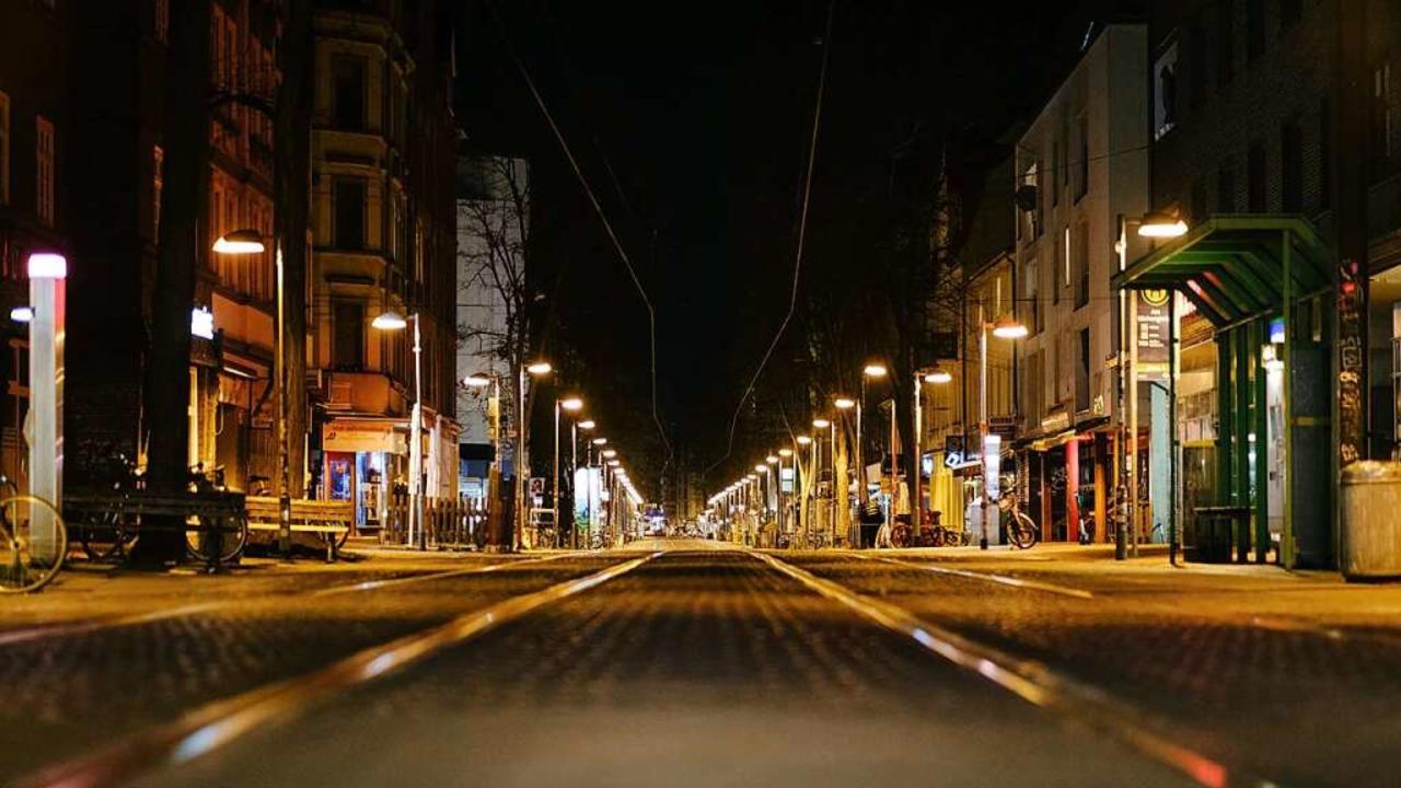 Leere Straßen während der Ausgangsbeschränkungen.    Foto: Ole Spata (dpa)