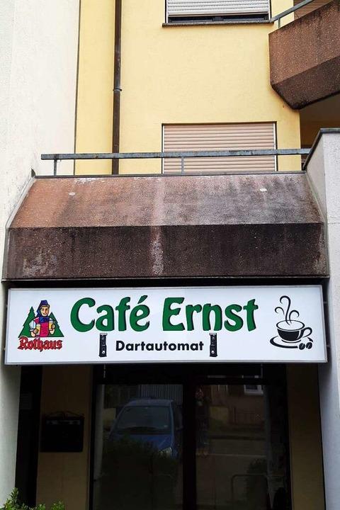 Das Schild, das das Café ankündigt, hängt bereits.  | Foto: Verena Pichler
