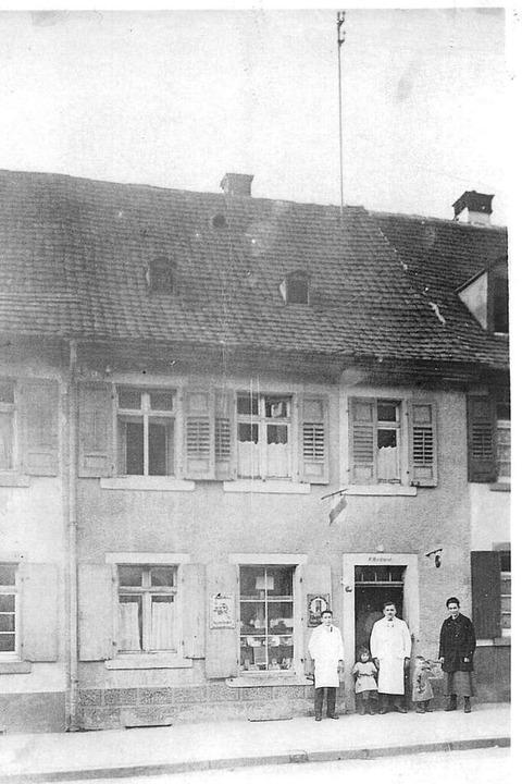 Das Salonteam mit Karl-Hermann Ingold,...gold und Nadine Dietrich (vorne v.l.).  | Foto: Privat