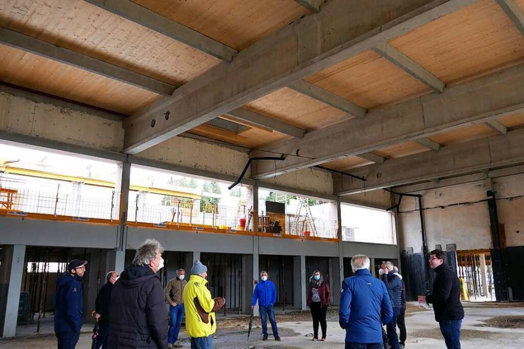 Der Gemeinderat in der Sporthalle der Schluchseehalle.  | Foto: Eva Korinth