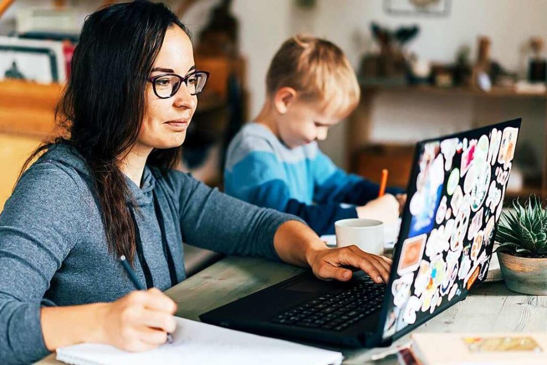 Arbeit im Home Office – und &#82...r an die Belastungsgrenze (Symbolbild)    Foto: Ilona Titova (Adobe Stock)
