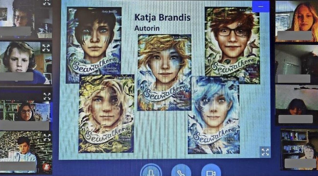 Statt die Lesung mit Katja Brandis zu verschieben, fand sie  auf Moodle statt.  | Foto: Petra Liebrecht