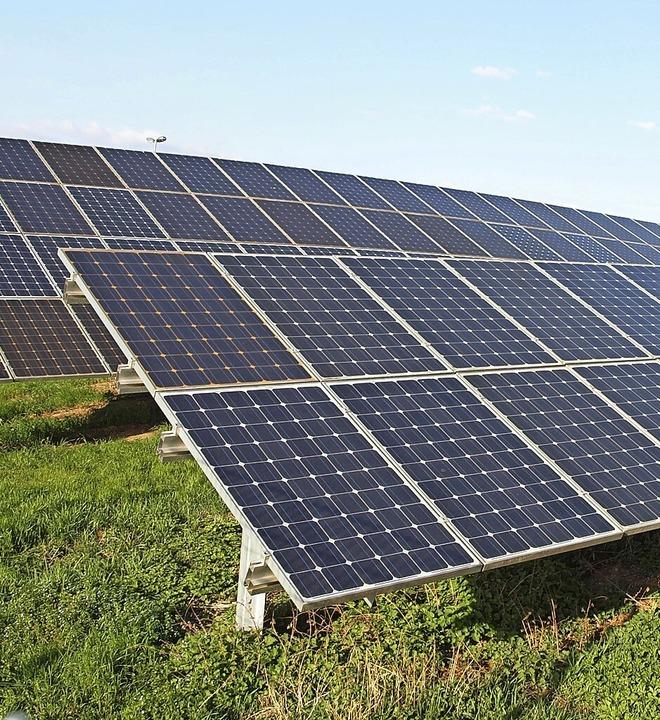 Ein Solarpark entsteht in Eimeldingen.  | Foto: Michael Haberer