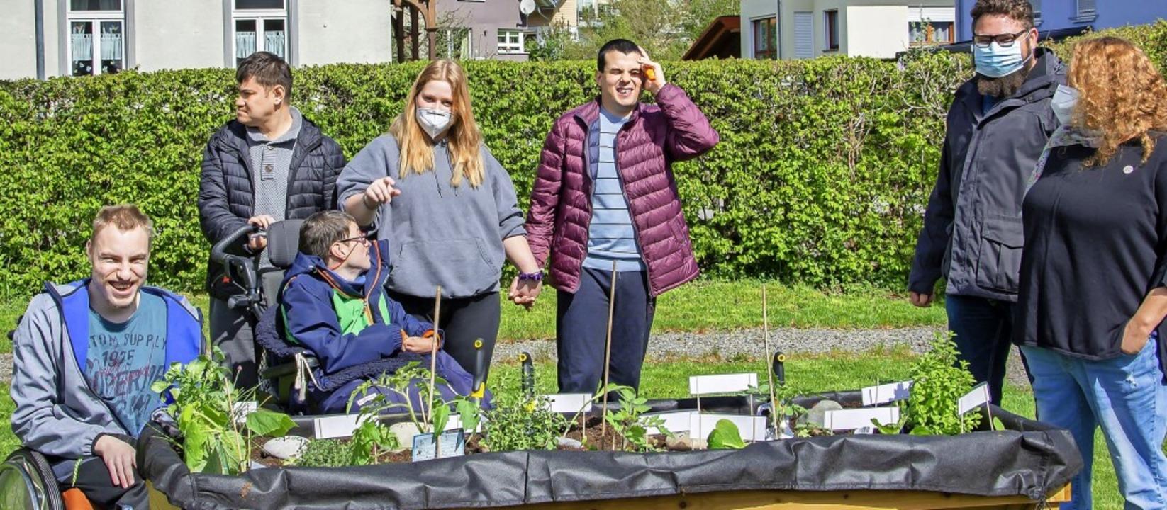 Die Fördergruppe Schönau ist stolz auf das von ihr geschaffene Hochbeet.     Foto: Paul Eischet