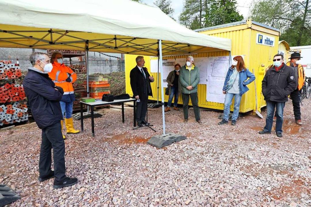 Ingenieure und Ausschussmitglieder besuchten die Baustelle.  | Foto: Christoph Breithaupt