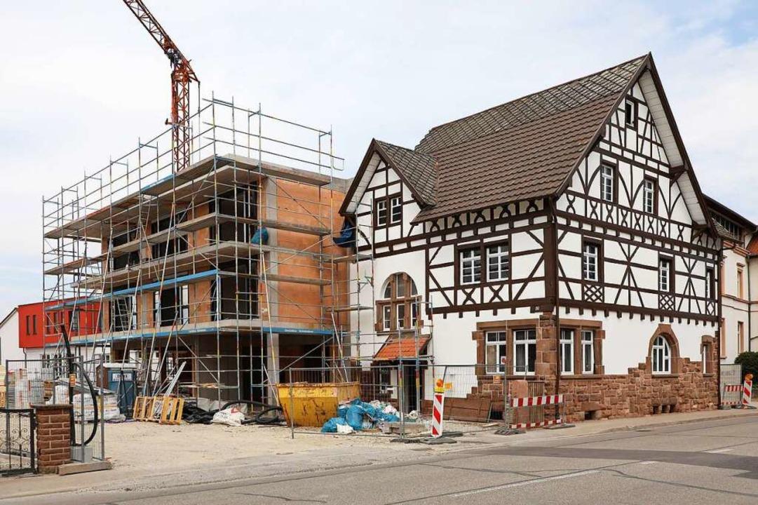 An das denkmalgeschützte Gebäude in der Hauptstraße wurde ein Neubau angefügt.    Foto: Christoph Breithaupt