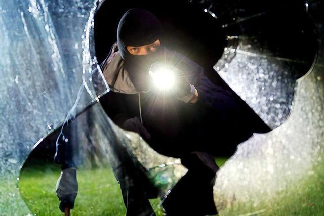 Unbekannter wird bei Einbruch in Schopfheimer Geschäft von Nachbar aufgeschreckt