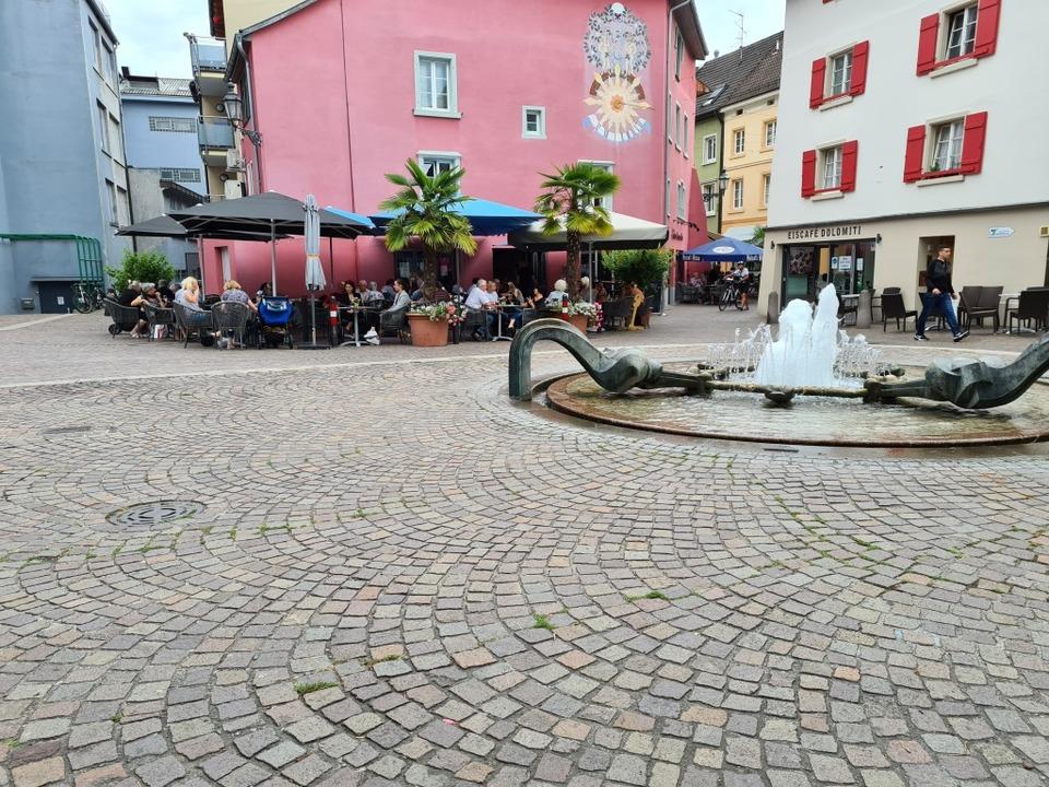 Auf dem Spitalplatz in Bad Säckingen e...en Monaten gut gefüllt wie eh und je.   | Foto: Stefan Ammann