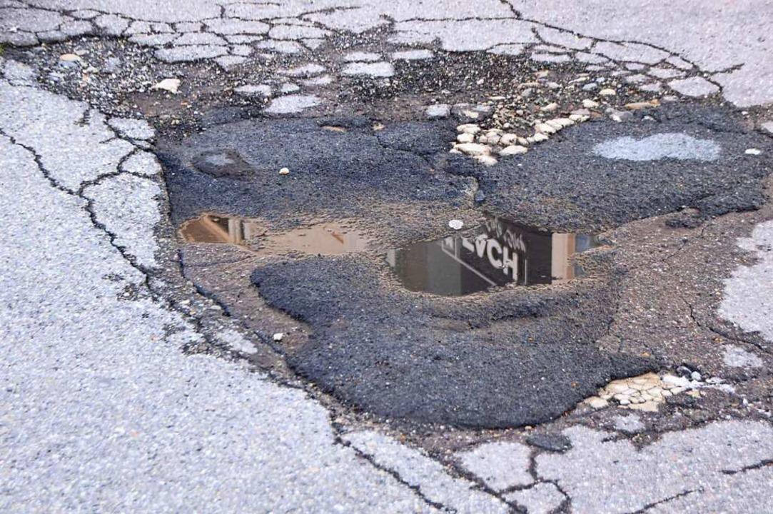 Schäden an der Nollinger Straße  | Foto: Horatio Gollin