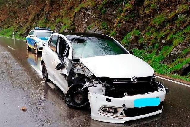 Felssturz verursacht Autounfall bei Fröhnd mit einer Leichtverletzten