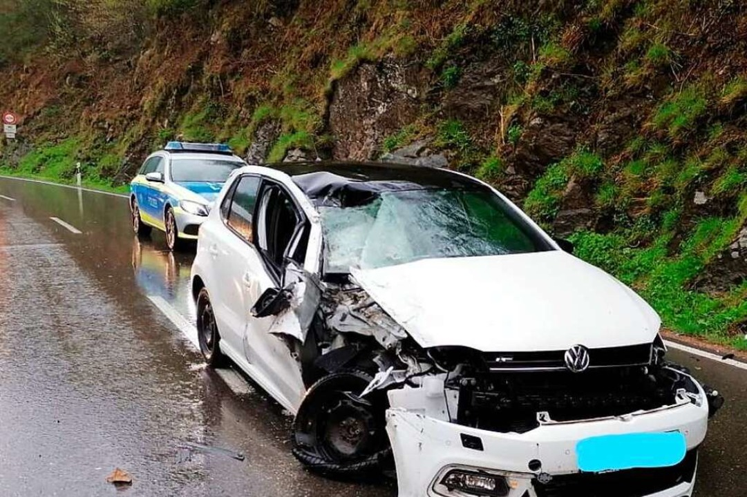 Das Auto ist ein Totalschaden    Foto: Polizeipräsidium Freiburg