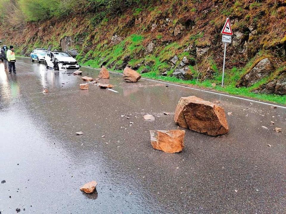 Der Fels zerbrach in mehrere Teile.    Foto: Polizeipräsidium Freiburg