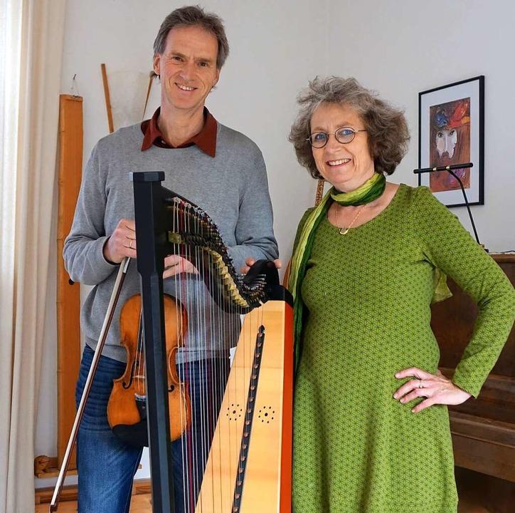 Ein vielseitiges Musikerpaar: Die Flöt... Mann, der Violinist Thomas Schindelin  | Foto: Roswitha Frey