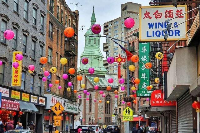 Auf Patrouille gegen Rassismus in Chinatown