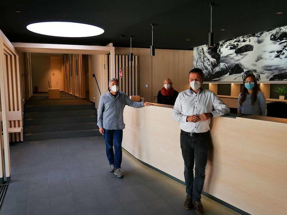 Der stellvertretende Bauamtsleiter Ste...hgang zu den neuen Räumen des Bauamtes  | Foto: Michael Gottstein