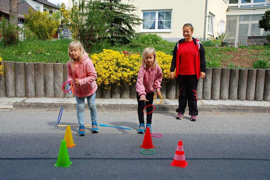 Katrin Huber (rechts) hat sich für die Kinder etwas Besonderes ausgedacht.  | Foto: Petra Wunderle