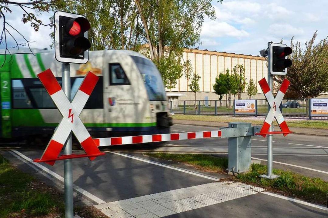 Noch fahren auf der Strecke von Riegel...tsburg nach Breisach Dieseltriebwagen.  | Foto: Sattelberger