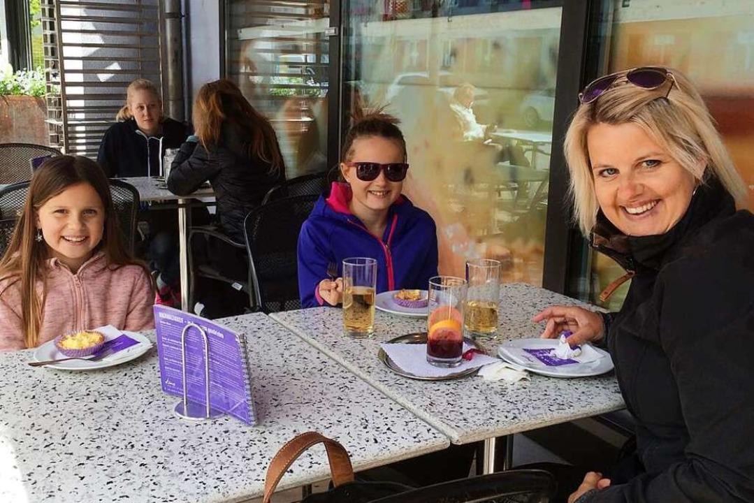 Freuen sich über die Öffnung der Außen...m Café Kunz in Frick im Kanton Aargau.  | Foto: Annemarie Rösch