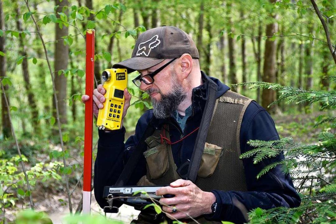 Marcus Schäfer beim Vermessen  | Foto: Thomas Kunz
