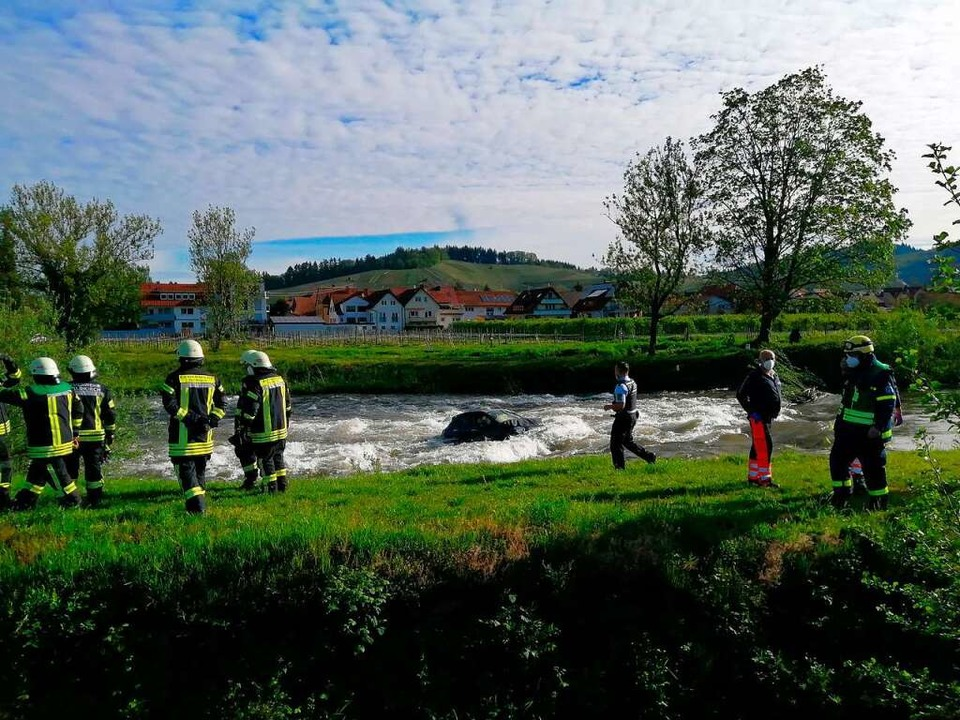 Die Retter am Ufer waren auf weitere Unterstützung angewiesen  | Foto: Christian Ringwald