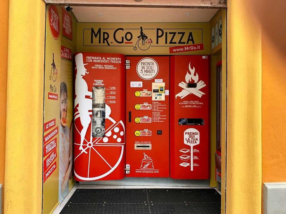 "Der Pizza-Automat ""Mr. Go»"" in Rom  | Foto: Johannes Neudecker (dpa)"