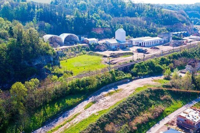Ehemaliges Zementiareal in Kleinkems bot und bietet neues Bauland auf drei Ebenen