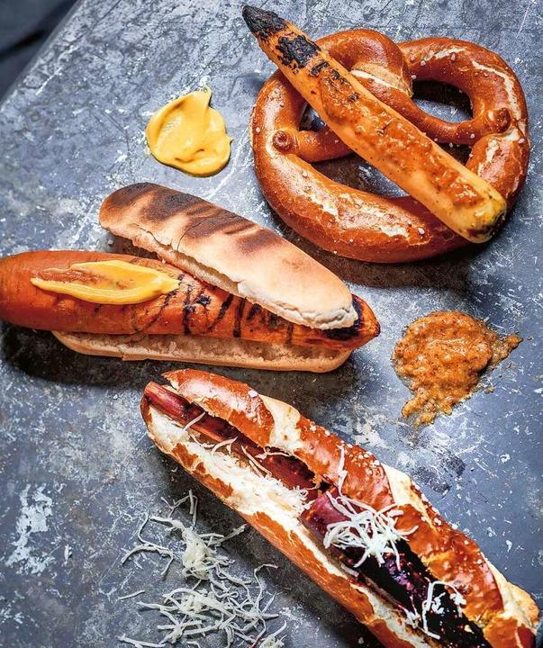 Die Grillgäste überraschen – mit dem Karotten-Hotdog.    Foto: --- (dpa)