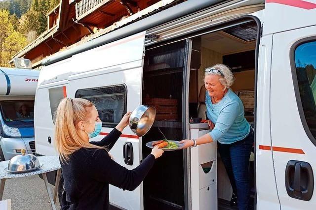Das Hofgut Sternen in Breitnau bietet Dinner im Camper an