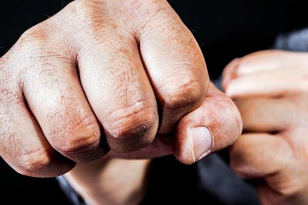 Nach einer Auseinandersetzung an der U...te ein 15-Jähriger notoperiert werden.  | Foto: Rainer Fuhrmann  (stock.adobe.com)