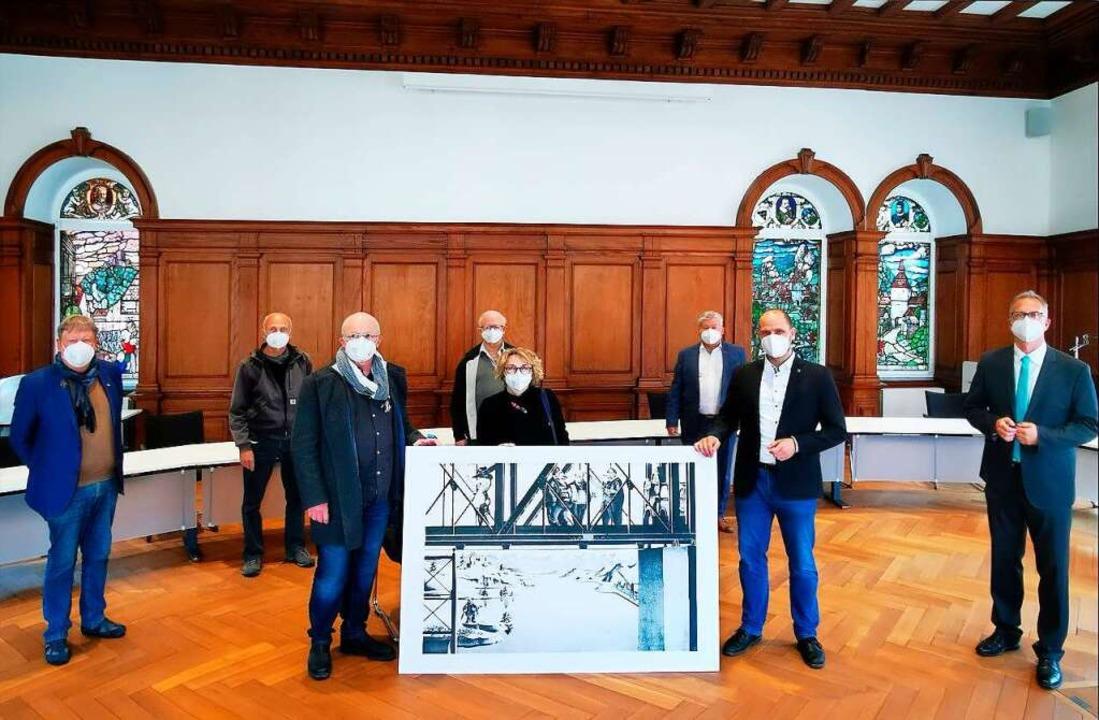 Symbolische Übergabe der Scholz-Reprod...oman Götzmann und Matthias Hirschbolz.    Foto: Dorothea Scherle