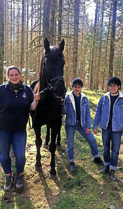Filmpferd Universo mit Halterin Michae...ommen verlässlichen Pferd zu arbeiten.  | Foto: Louiza Knab