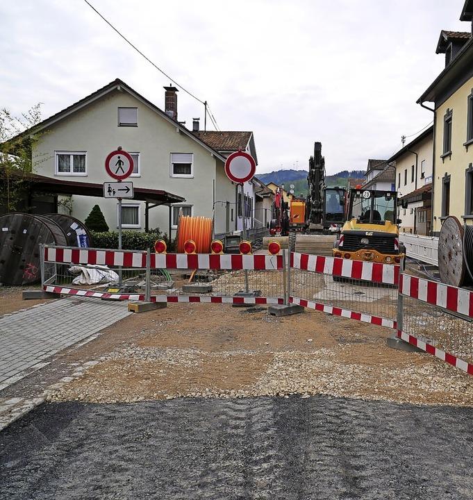 Zum Teil schon asphaltiert, zum Teil n...iert sich derzeit die Breitmattstraße.    Foto: Michael Gottstein