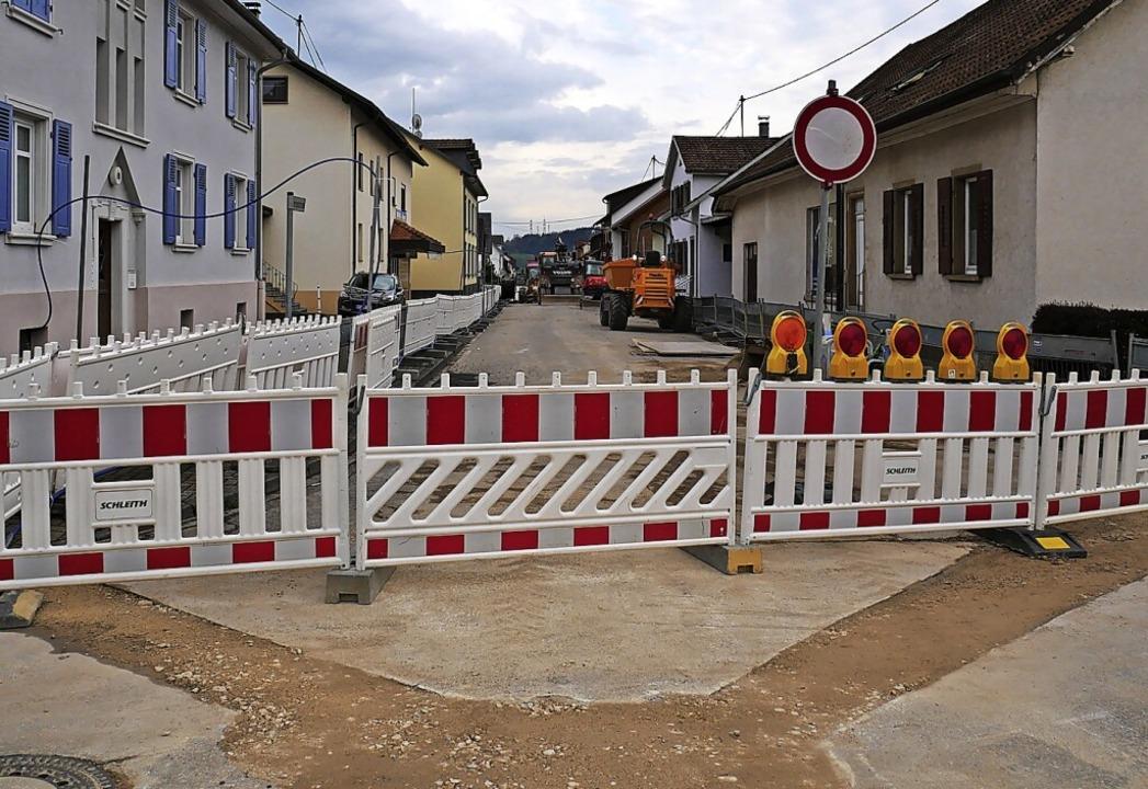 Da nicht nur die Straßendecke, sondern...lett für den Verkehr gesperrt werden.     Foto: Michael Gottstein