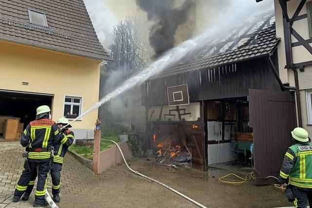Scheunenbrand fordert die Feuerwehr