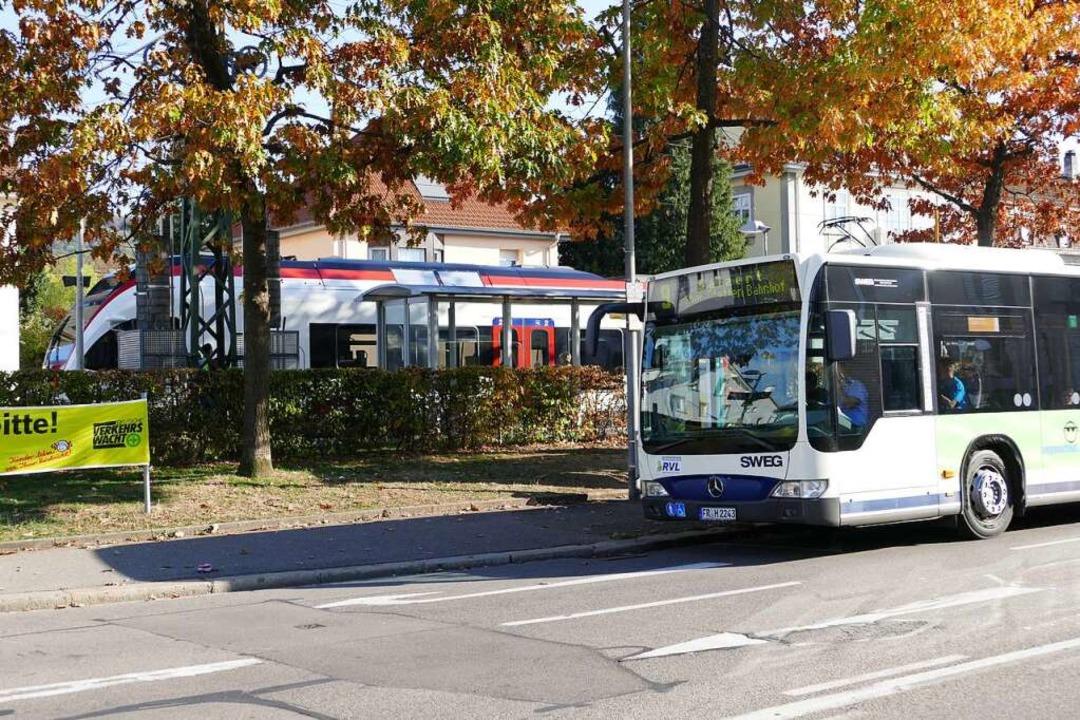 Die Verknüpfung von Bus und Zug an der...s Öffentlichen Nahverkehrs in Lörrach.    Foto: Peter Gerigk