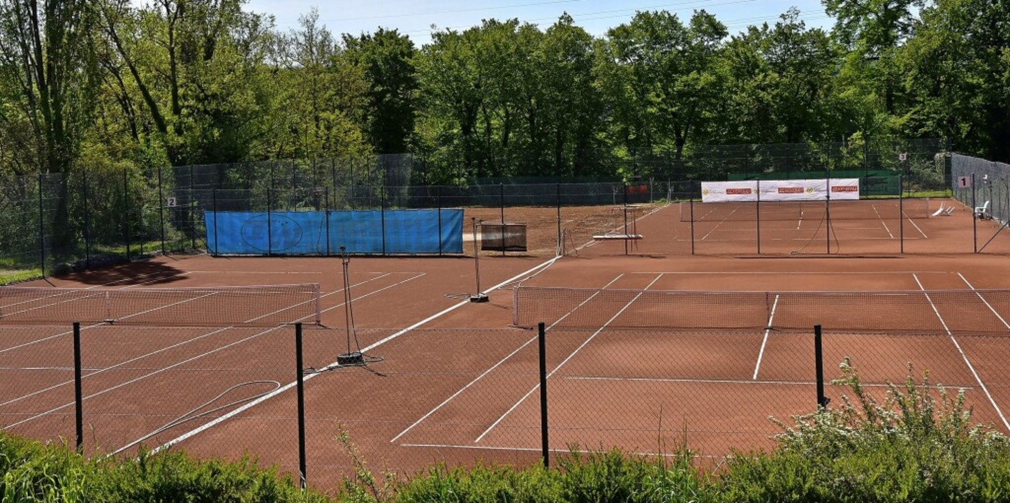 Auf einem der vier Tennisplätze des TC...soll die Beach-Sport-Anlage entstehen.  | Foto: Heinz und Monika Vollmar