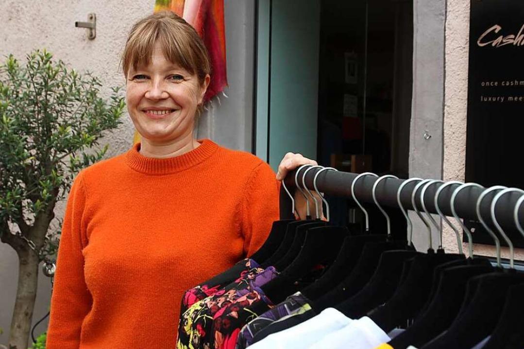 Konstanze Maager vor ihrer Boutique  | Foto: Michael Saurer